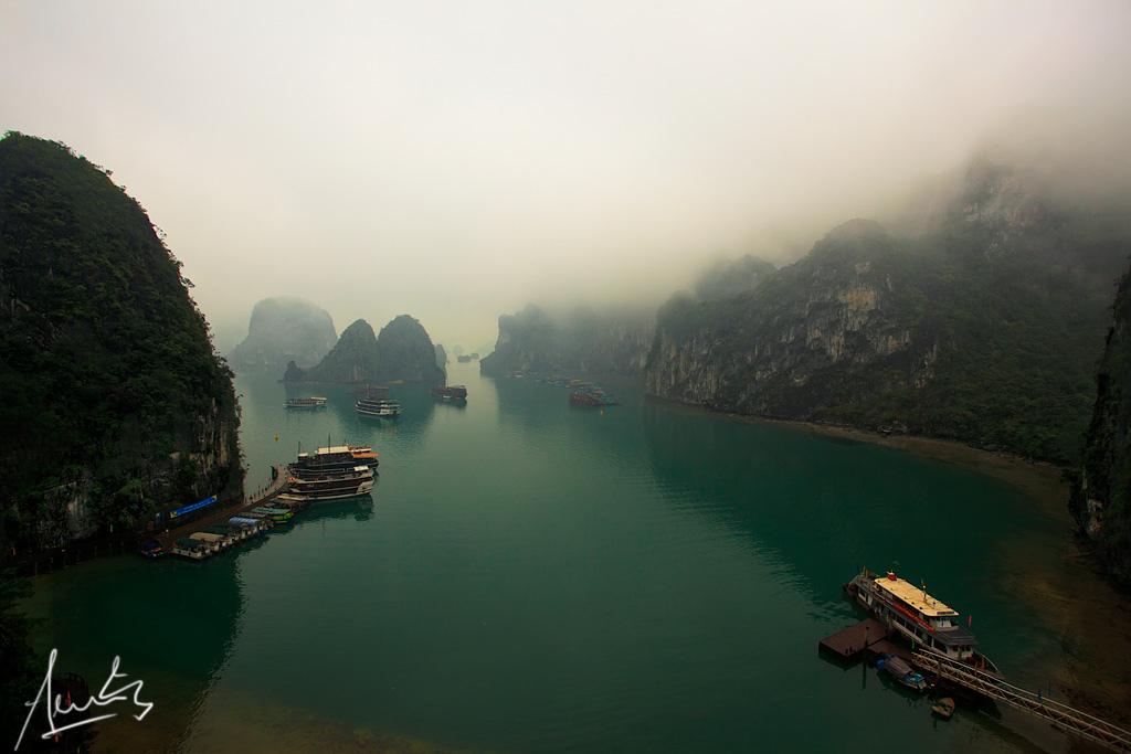 Vịnh Hạ Long lọt top 15 bức ảnh ngoạn mục nhất thế giới