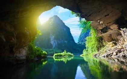 """Vì sao Quảng Bình có nhiều hang động """"đẹp không thể tả xiết""""?"""